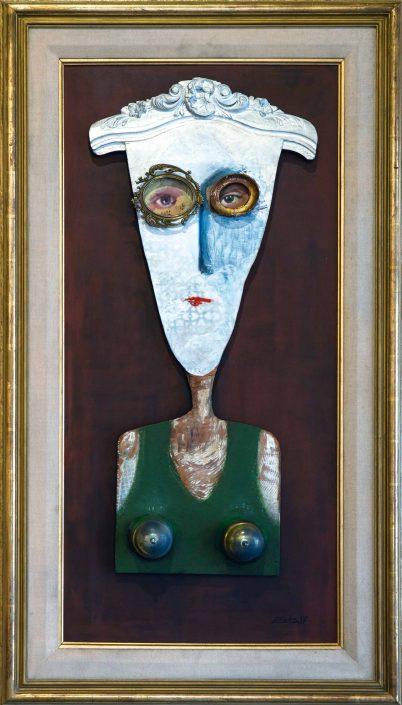 Pintura y collage con elementos ensamblados que representa a una mujer